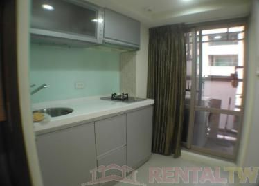 Daan MRT luxury flat with pool and gym