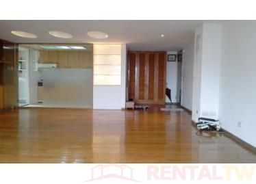 Nice and Clean Studio Apartment with patio, near MRT