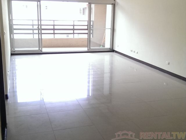 BEST Location 4BR Apartment with Parking near Shilin MRT
