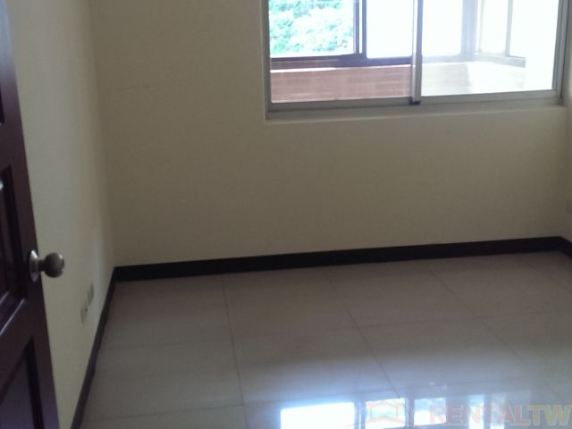 BEST Location 4BR Apartment with Parking near Shilin MRT,Taipei #3