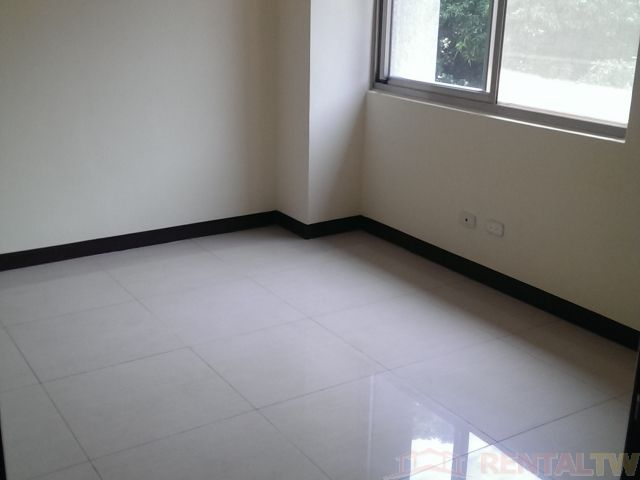 BEST Location 4BR Apartment with Parking near Shilin MRT,Taipei #4