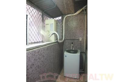 Newly Decorated 2 BR Apartment near MRT,Taipei #2