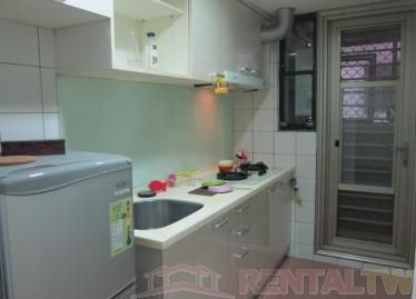 Newly Decorated 2 BR Apartment near MRT,Taipei #3