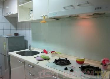Newly Decorated 2 BR Apartment near MRT,Taipei #4