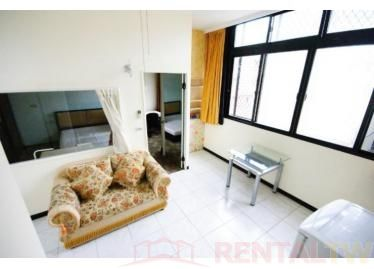Spacious One Bedroom Apartment near MRT Station and NCCU