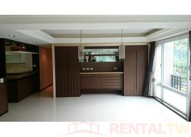 Spacious 4 Bedrooms Apartment near MRT
