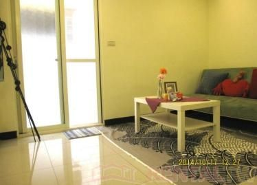 Nicely Renovated 2 Bedrooms Apartment at 1st Floor near MRT