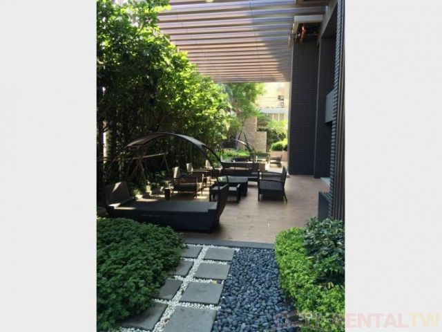 Great View High Floor Huge Balcony 2 Bedrooms near MRT,Taipei #3
