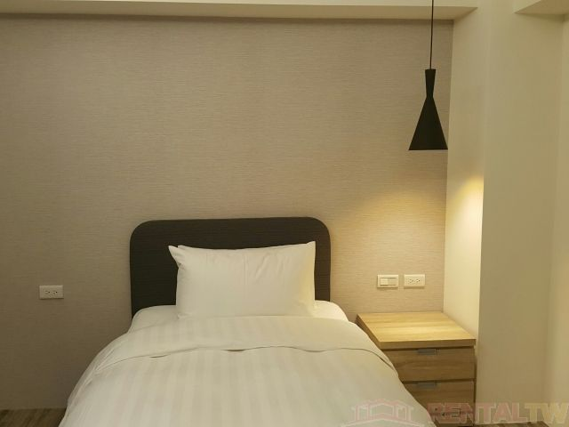 Convenient Beautifully Decor Studio near MRT Station #302,Taipei #2